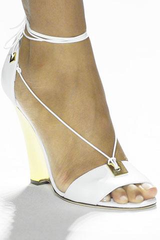 White-wedding-shoes3.jpg.424245475ad299336490af9a11f27c74.jpg