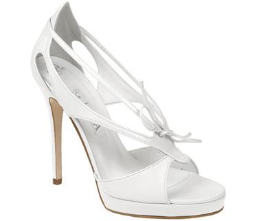 white_shoes.jpg.3bc0309b504b10312ae7e51b40fbe64b.jpg
